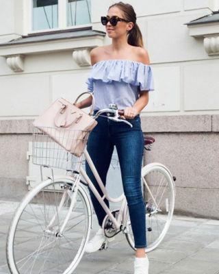 Inspiración #diy #costura #tutorial #patrones #gratis #blusa #mujer Tutorial y patrones gratis: https://www.ohmotherminediy.com/diy-camiseta-sin-hombros-denim-patrones/