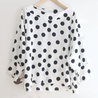 Esta blusa es increíble, queda genial, cuello barca y sueltecita!!!! A mi me encanta y me la he puesto mil veces :D Os dejo cómo hacer paso a paso y los patrones gratis aquí 👉 https://www.ohmotherminediy.com/costura-blusa-de-lunares-para-mujer-patrones-gratis/
