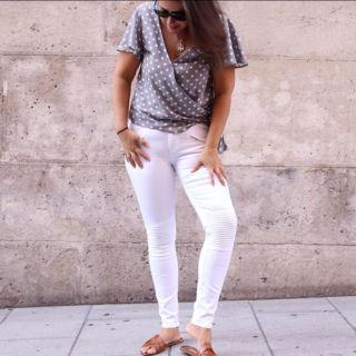 Esta blusa tan espectacular y la podéis hacer vosotras mismas siguiendo estos sencillos pasos! Descarga los patrones gratis en varias tallas aquí 👉 https://www.ohmotherminediy.com/patrones-gratis-de-blusa-lunares-cruzada-para-mujer/